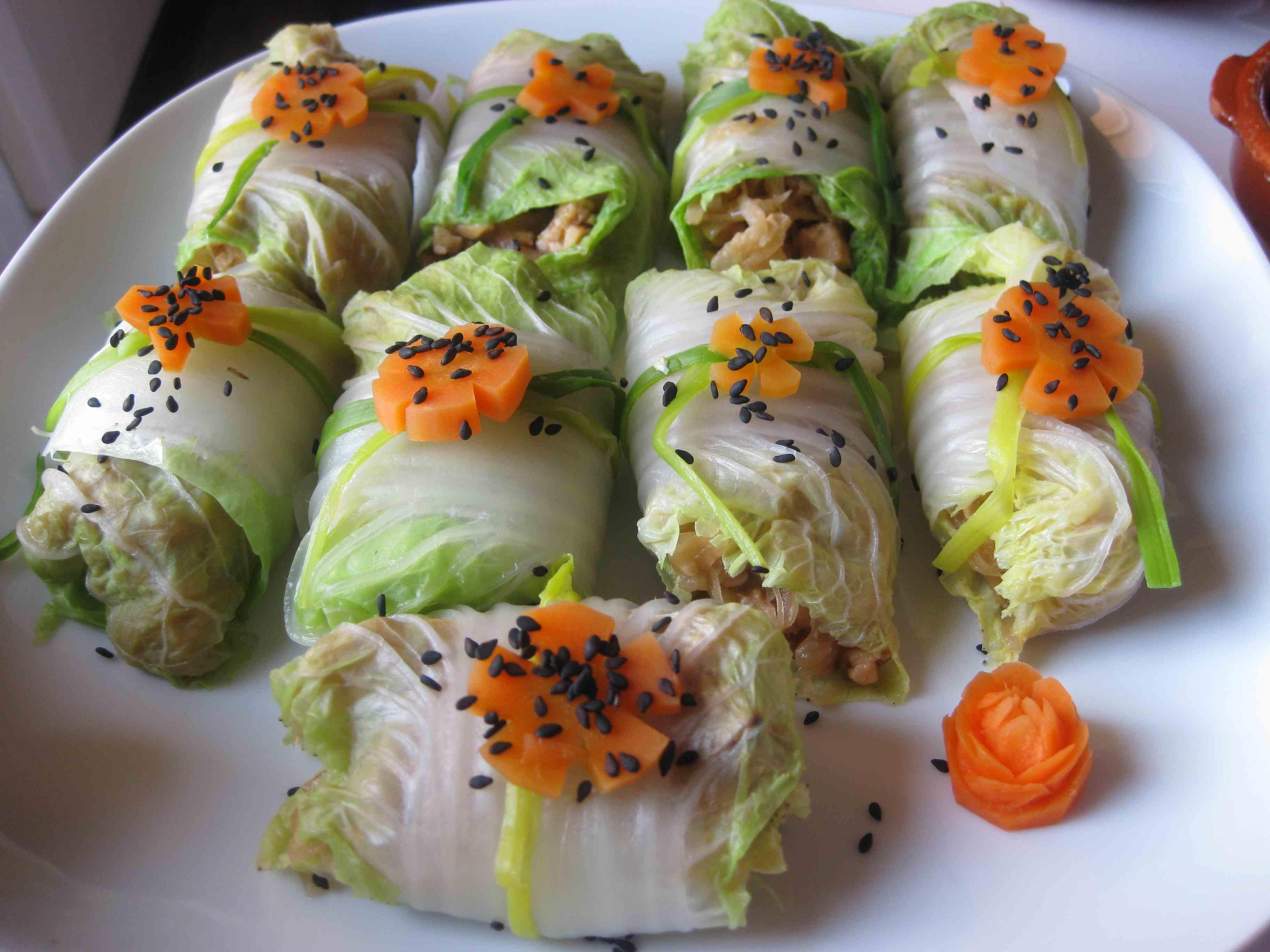 Rollitos de col rellenos de verduras salteadas for Platos faciles de cocinar