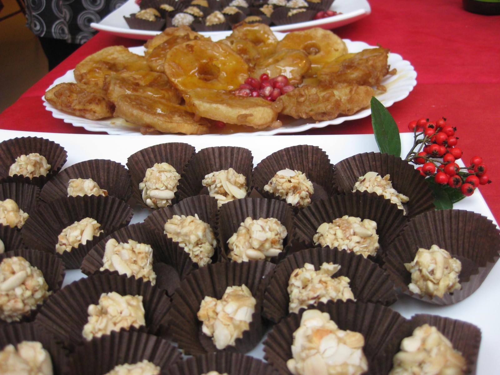 Rocas de frutos secos y piñones, y donuts de manzana de Cocina Energetica