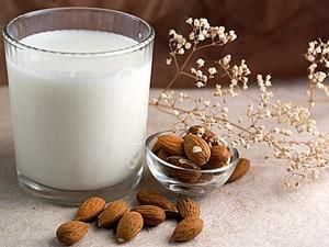 Leche de almendras, la favorita de Cocina Energetica y Macrobiotica (imagen de: taringa.net)
